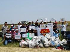 地元長良川の清掃活動にも仲間と共に積極的に参加。遊ばせてくれる自然への感謝、想いがその源だ