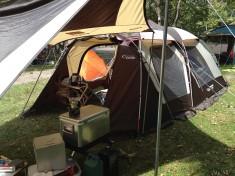 仕事はもちろん、プライベートでもよくキャンプに行くという市川さん。マスターシリーズのテントを愛用中