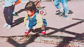 好奇心は時にとんでもない物に向けられた。なんとこれはヘビ!