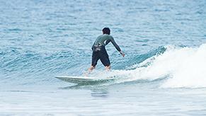 サーフィンに明け暮れた高校時代。ヒマさえあれば海に出た